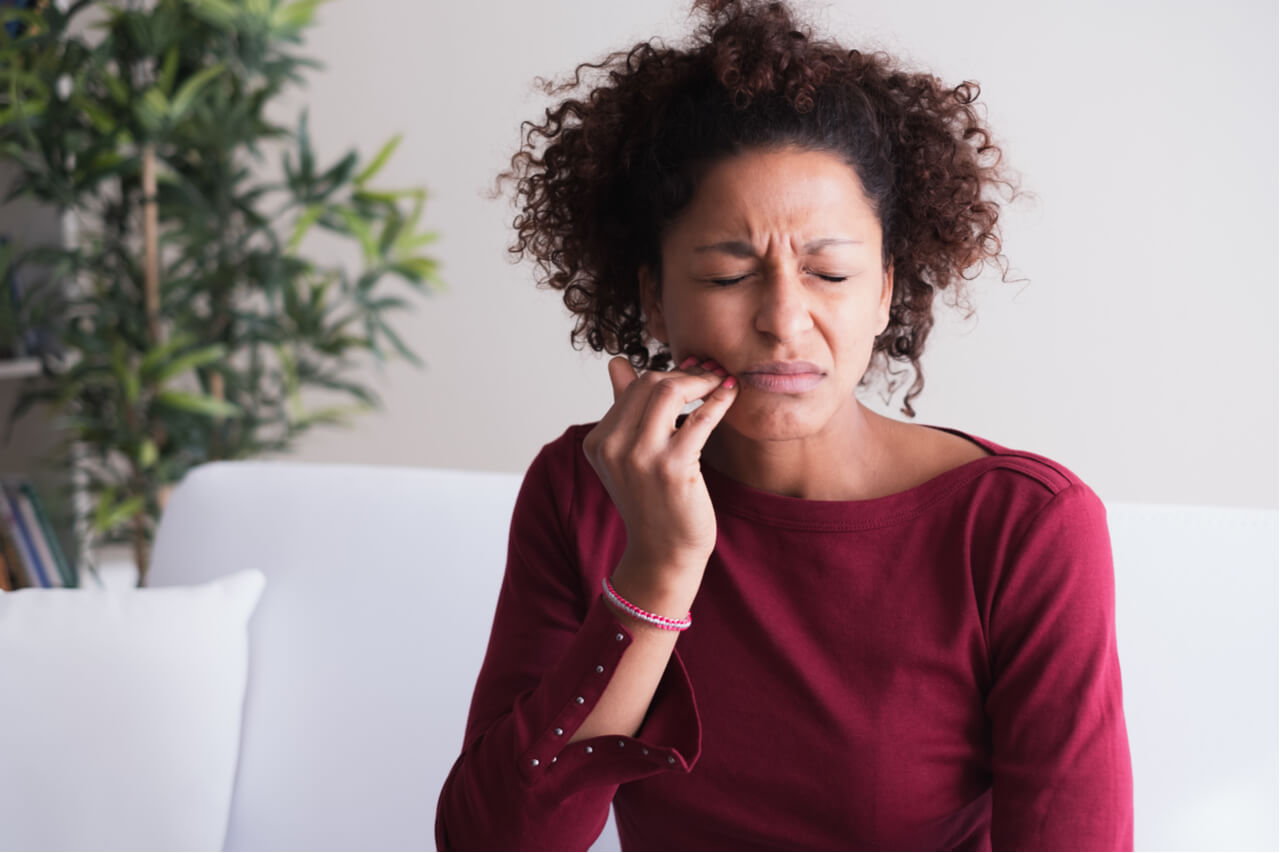 woman with pain from sore gums